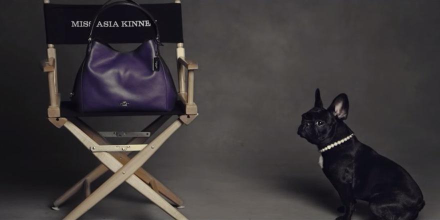 Coach choisit Miss Asia Kinney, une égérie qui a du chien