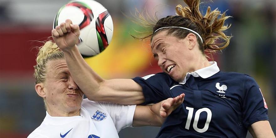 Les filles aussi jouent au foot