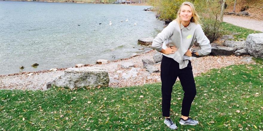 Maria Sharapova sert pour NikeLab x Sacai