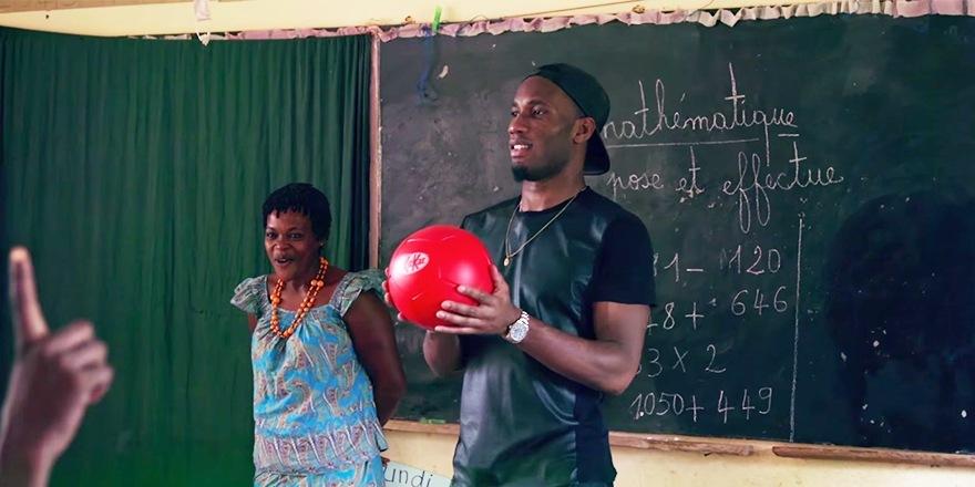 Didier Drogba fait un break pour Kitkat