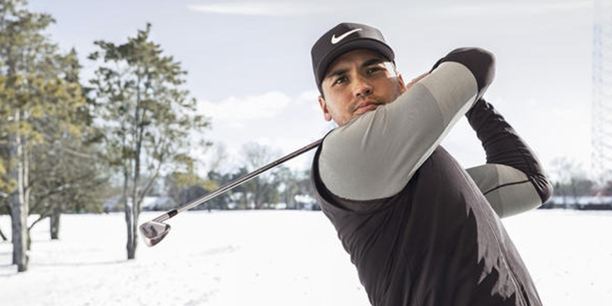 Jason Day swingue pour le Swoosh