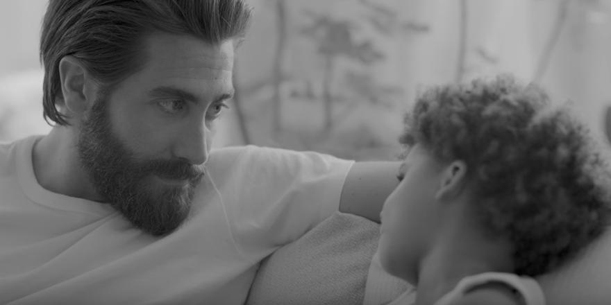 Jake Gyllenhaal en papa poule pour Calvin Klein
